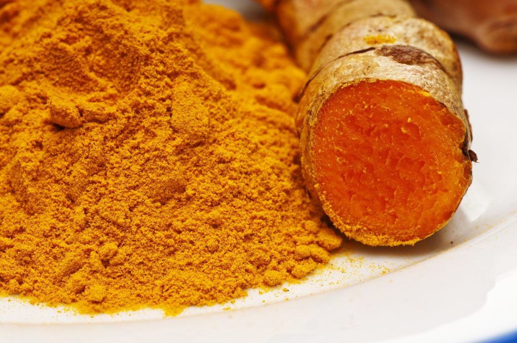 7 Tips for Adding Turmeric To Your Daily Routine (Infographic)